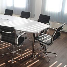 Jak zwiększyć funkcjonalność przestrzeni biurowej dzięki betonowi architektonicznemu?