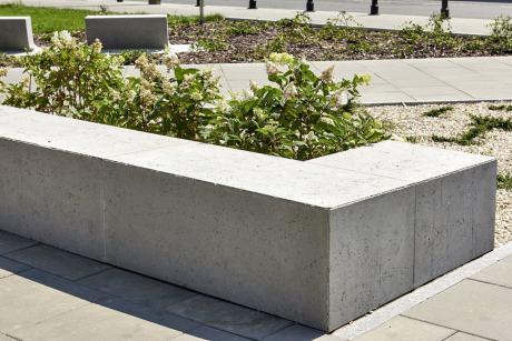Mała architektura i murki z płyt betonowych